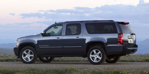 2010 Chevrolet Suburban Reviews / Specs / Pictures