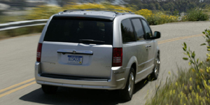 2009 Chrysler Town & Country Reviews / Specs / Pictures