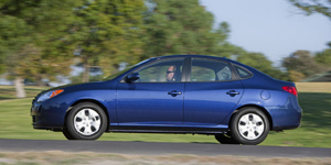 2010 Hyundai Elantra Reviews / Specs / Pictures