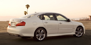 2010 Infiniti M Reviews / Specs / Pictures