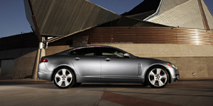 2010 Jaguar XF Reviews / Specs / Pictures