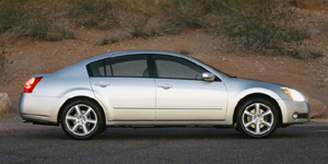 2004 Nissan Maxima Pictures
