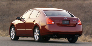 2005 Nissan Maxima Reviews / Specs / Pictures