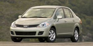 2008 Nissan Versa Reviews / Specs / Pictures
