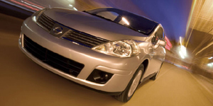 2009 Nissan Versa Reviews / Specs / Pictures