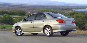 2004 Toyota Corolla Pictures