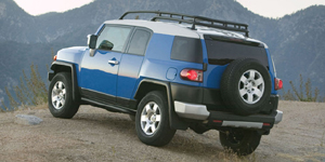 2009 Toyota FJ Cruiser Reviews / Specs / Pictures
