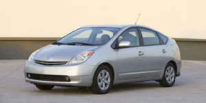 2004 Toyota Prius Reviews / Specs / Pictures