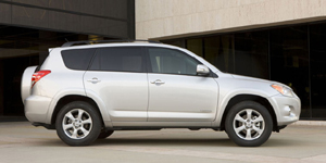 Toyota RAV4 Reviews / Specs / Pictures
