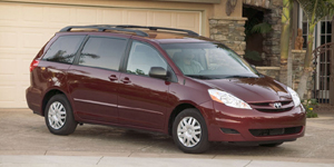 2008 Toyota Sienna Pictures