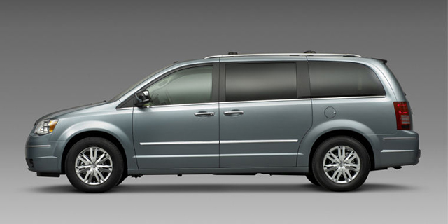 2010 Chrysler Town & Country Pictures