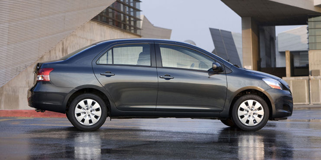 2010 Toyota Yaris Pictures