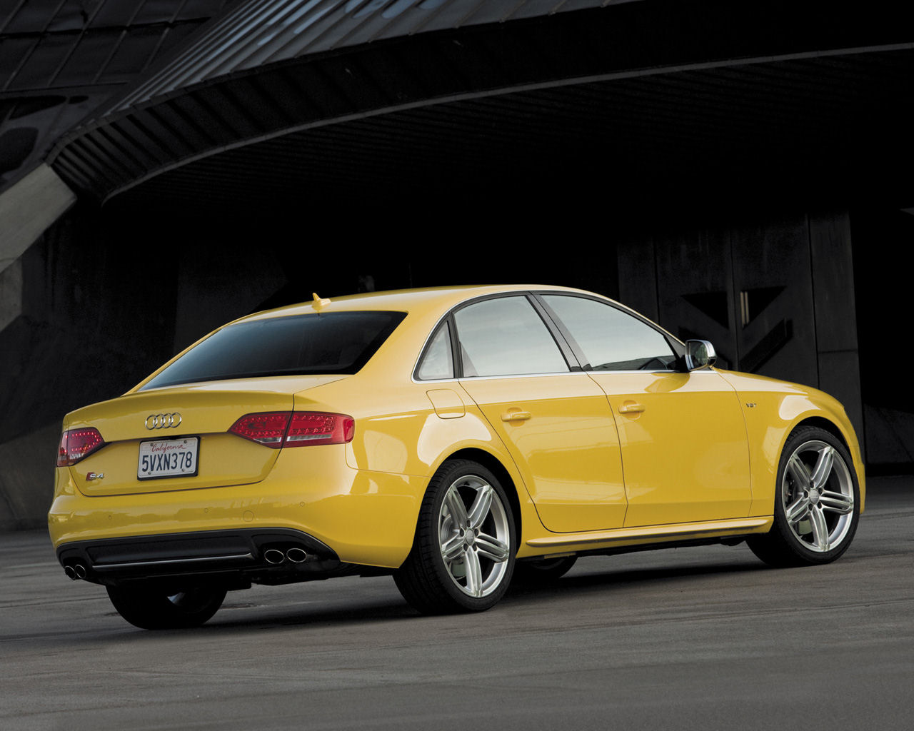 Audi > Audi A4 > Audi A4 Desktop Wallpapers > Widescreen Wallpaper