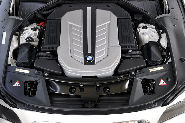 2010 BMW 760Li 6.0L V12 Engine - Picture / Pic / Image