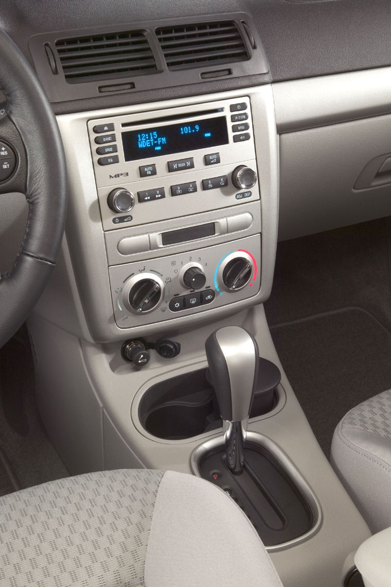 2007 Chevrolet Chevy Cobalt LT Center Dash Picture