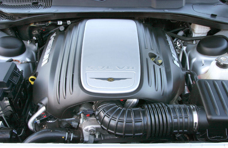 2005 Chrysler 300C 5.7l 8-cylinder HEMI Engine - Picture / Pic / Image
