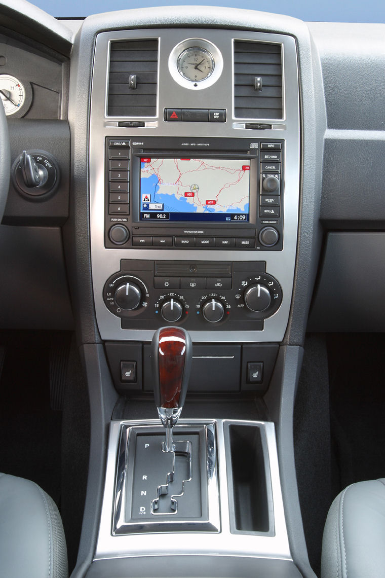 Mitsubishi Electric Car >> 2008 Chrysler 300C Center Console - Picture / Pic / Image