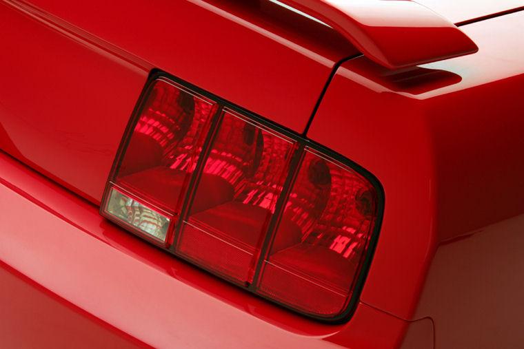 2006 ford mustang gt convertible tail light picture. Black Bedroom Furniture Sets. Home Design Ideas