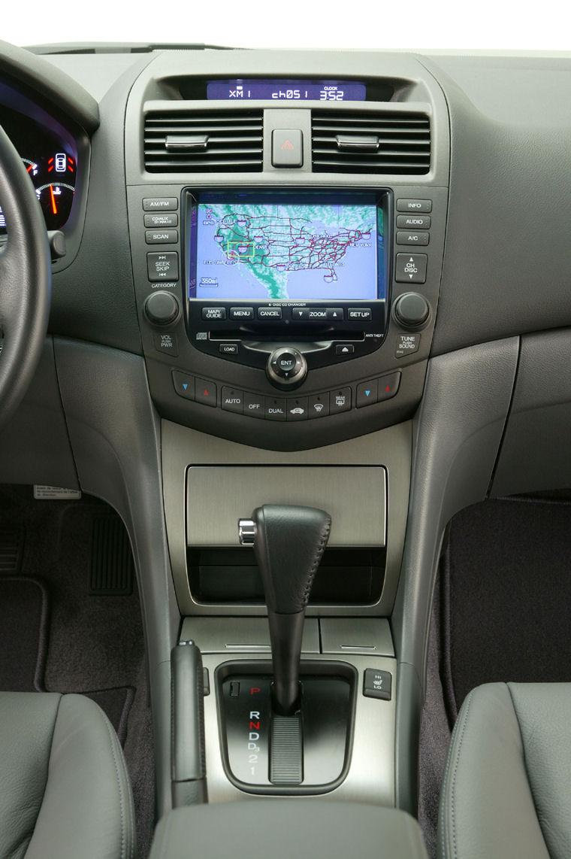 2005 Honda Accord Hybrid Center Console Picture