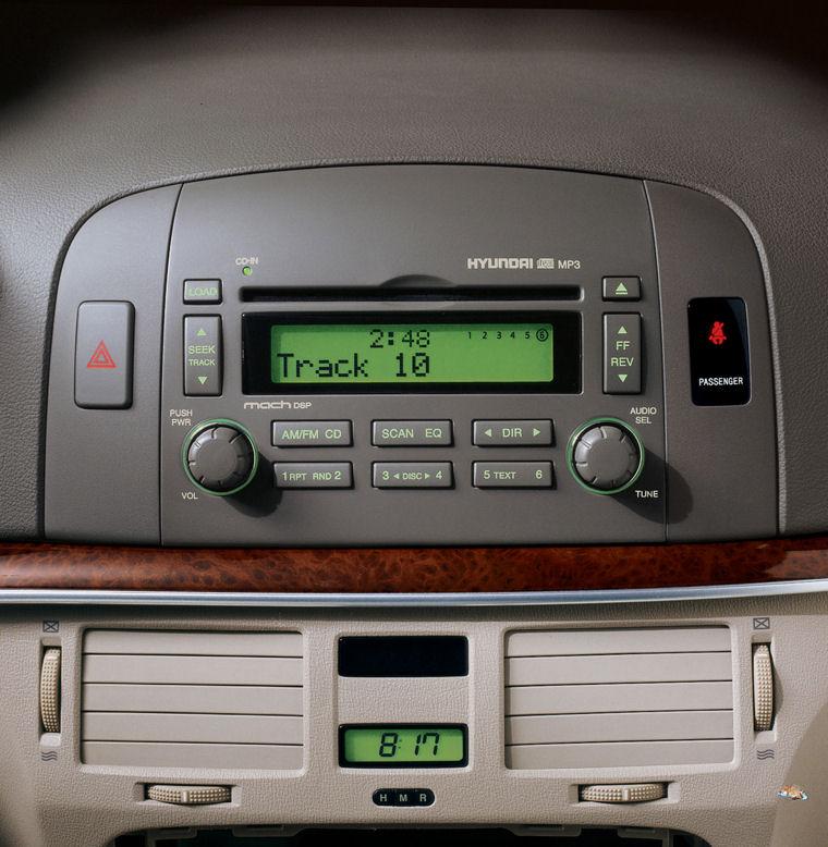 2008 Hyundai Sonata Dashboard - Picture / Pic / Image