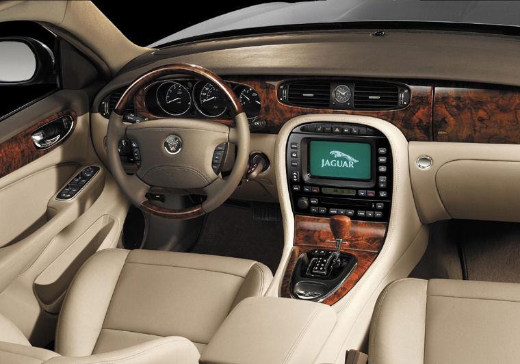 2004 Jaguar XJ8 pit - Picture / Pic / Image
