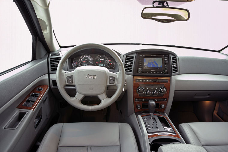 2005 Jeep Grand Cherokee Cockpit Picture Pic Image
