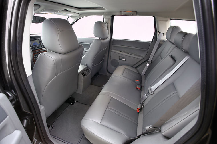 2005 Jeep Grand Cherokee Rear Seats Picture Pic Image