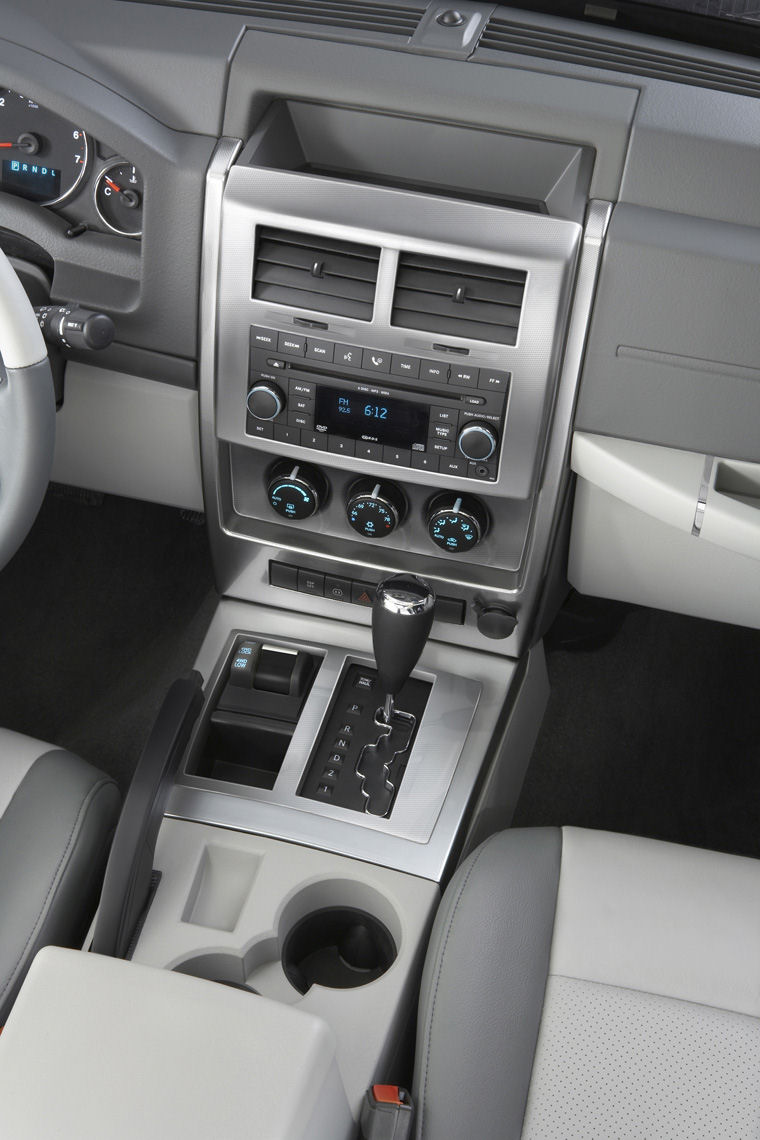 2009 jeep liberty limited 4wd center stack - picture / pic / image