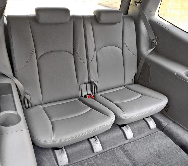 2009 Kia Borrego Third Row Rear Seats Picture
