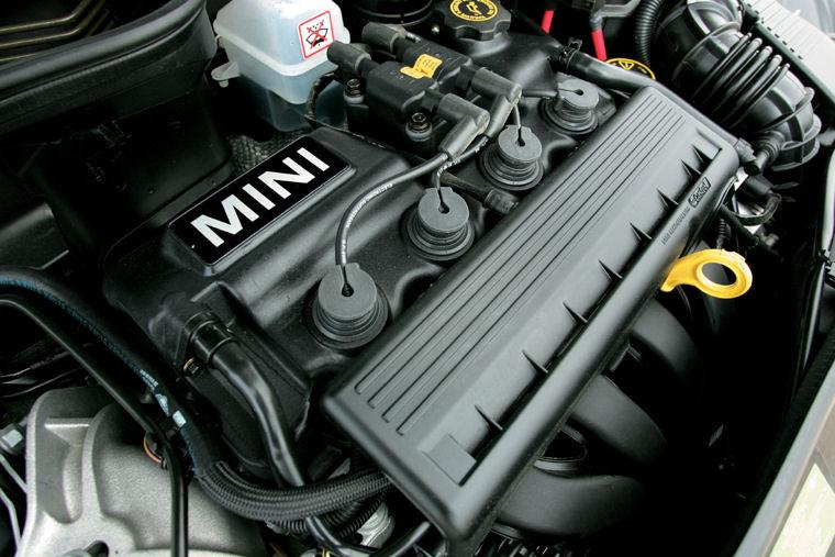 2005 Mini Cooper Convertible 1 6l 4 Cyl Engine Picture