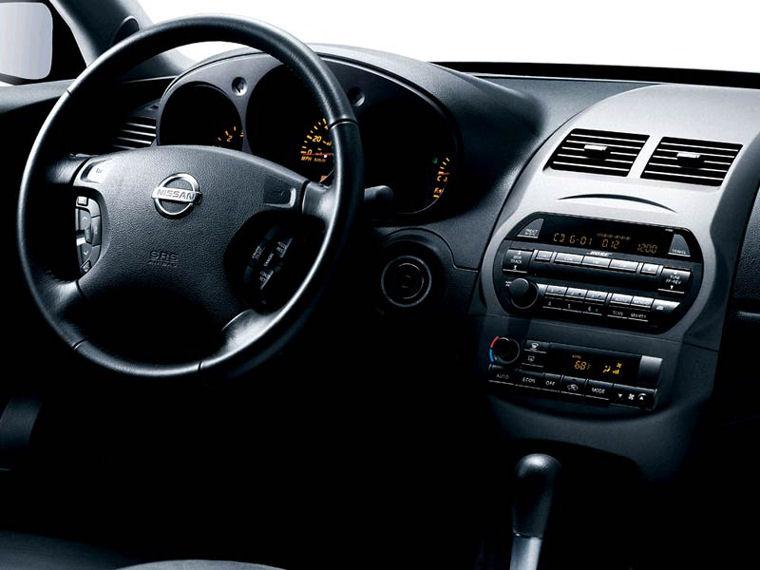 2004 Nissan Altima 3.5 SE Interior Picture