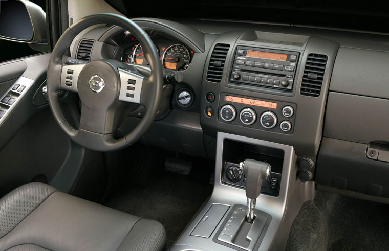 2005 Nissan Pathfinder SE Interior Picture