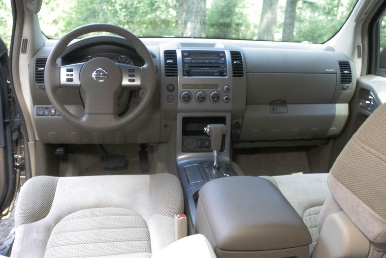 2005 Nissan Pathfinder SE Cockpit Picture