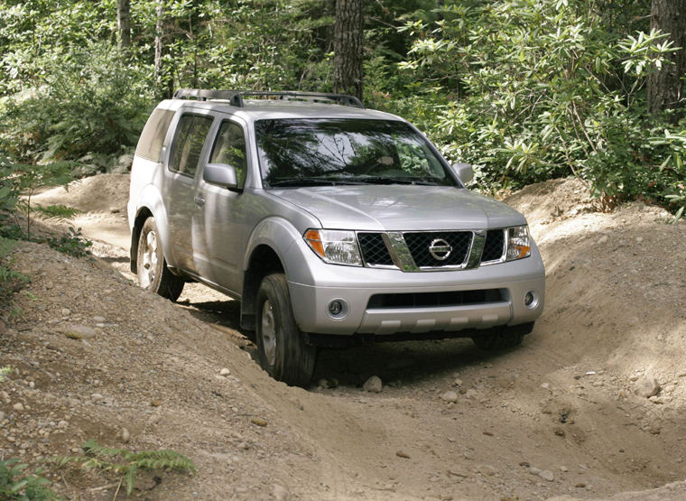 Charming 2005 Nissan Pathfinder SE Picture