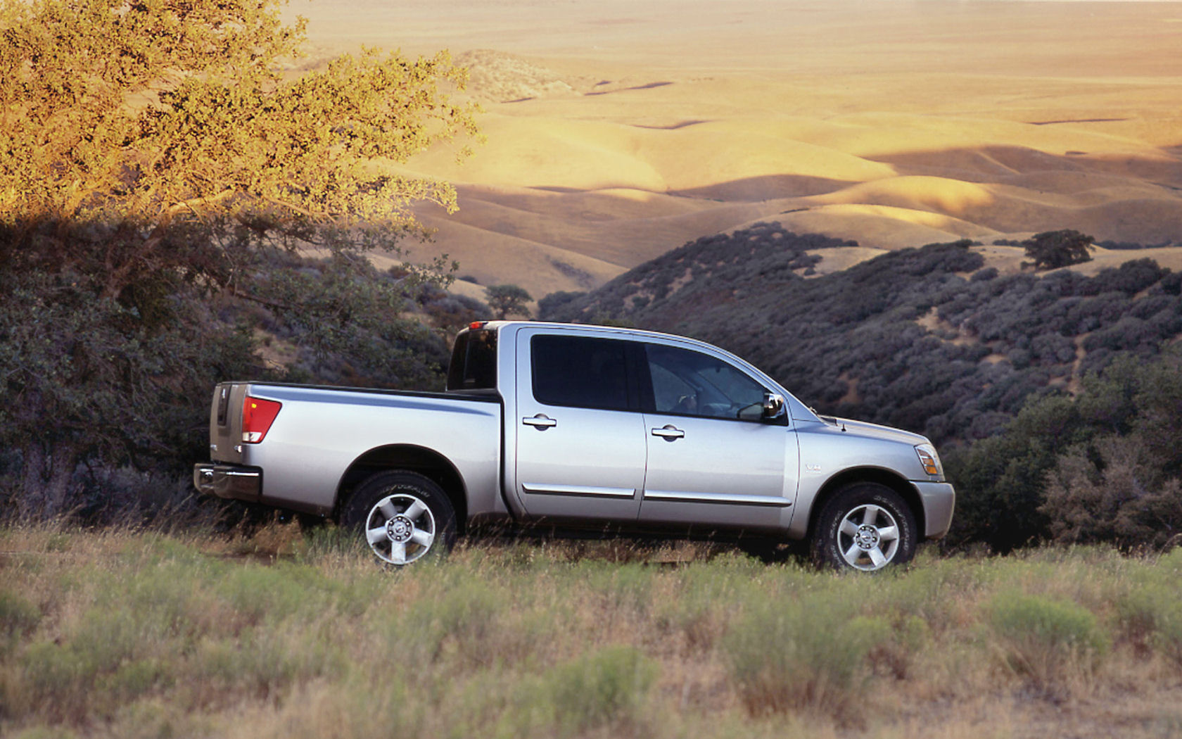 nissan titan king crew cab xe le se free widescreen. Black Bedroom Furniture Sets. Home Design Ideas