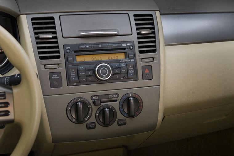 2008 Nissan Versa Sedan Center Dashboard Picture Pic Image