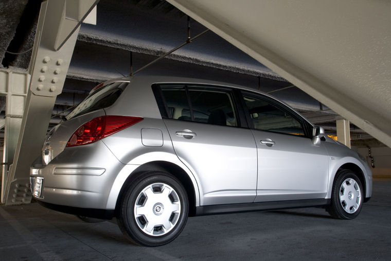2009 Nissan Versa Hatchback Picture Pic Image