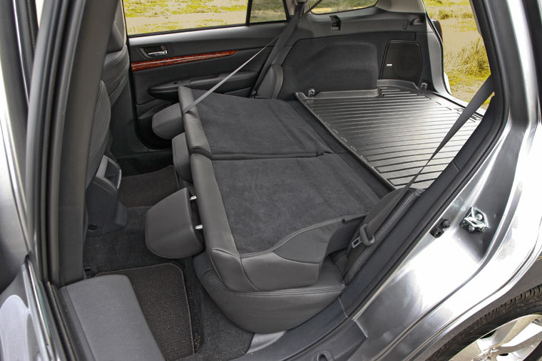 2011 Subaru Outback 36r Rear Seats Folded Picture Pic Image