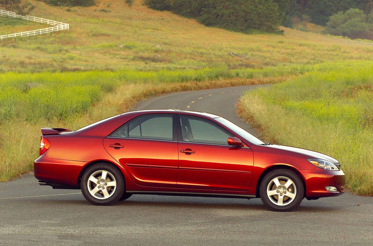 2004 Toyota Camry SE Picture