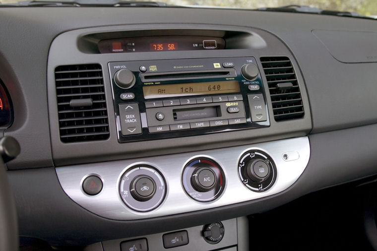 2005 Toyota Camry SE Dashboard - Picture / Pic / Image