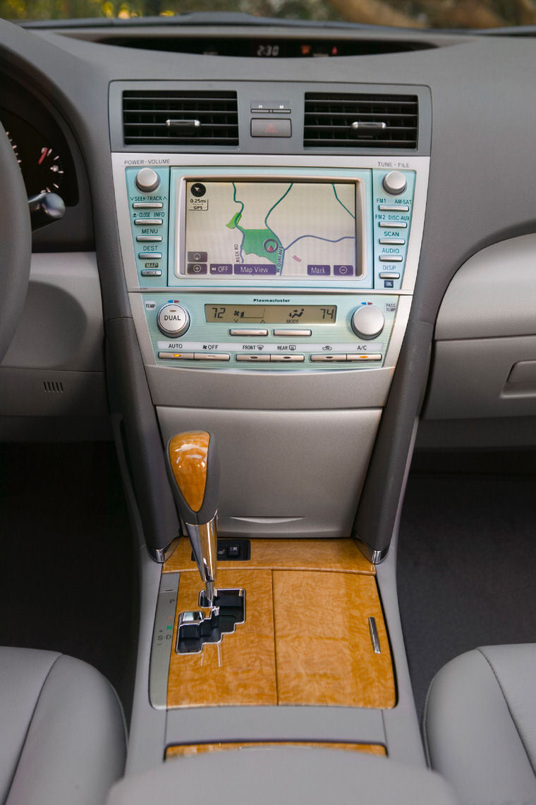 2007 Toyota Camry XLE Center Console Picture