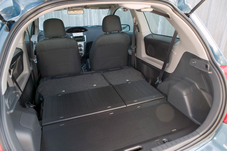 2007 Toyota Yaris Hatchback Trunk Picture