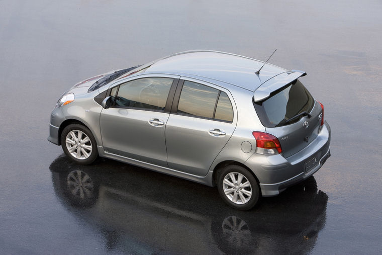 2010 toyota yaris 5 door hatchback picture pic image. Black Bedroom Furniture Sets. Home Design Ideas