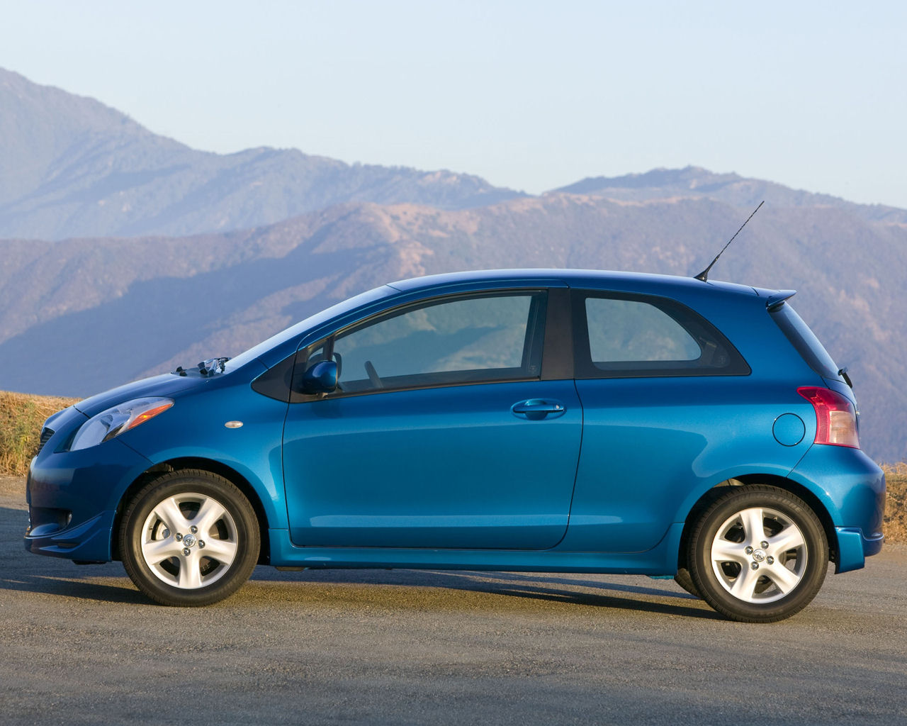 Toyota Yaris S, Sedan, Hatchback, Liftback Free 1280x1024 Wallpaper