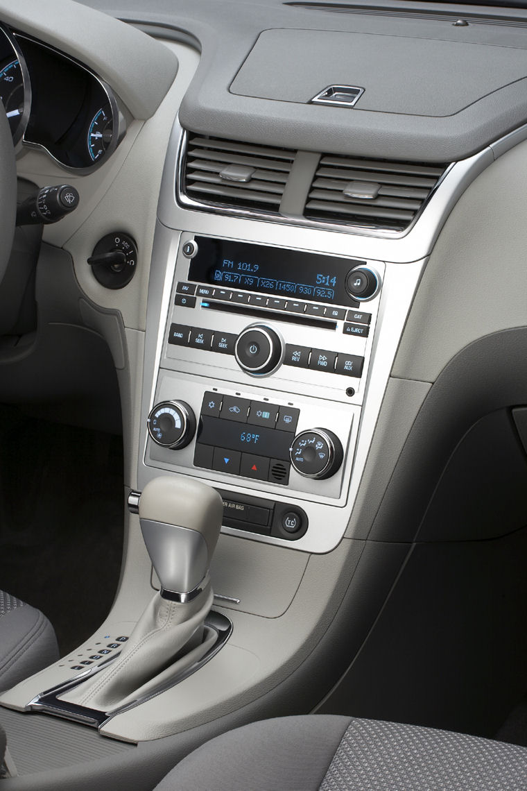 2008 Chevrolet (Chevy) Malibu Hybrid Center Console - Picture / Pic / Image
